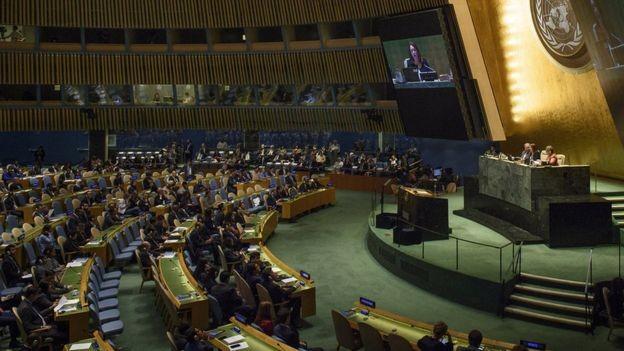Espinosa em sua primeira sessão como presidente da Assembleia Geral da ONU; equatoriana tem entre seus desafios a crise migratória e a questão climática (Foto: UN PHOTO/LOEY FELIPE via BBC)