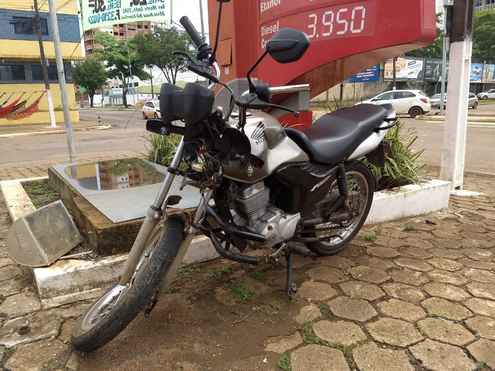 Moto de Antônio dos Santos após acidente em Porto Velho — Foto: Diêgo Holanda/G1
