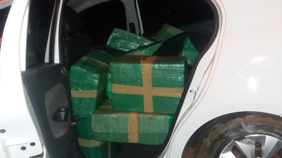 Droga foi apreendida na noite deste domingo (1º) em Marechal Cândido Rondon  (Foto: Divulgação/PRF)