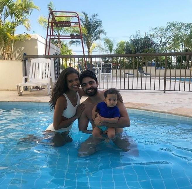 Aline Dias, o marido e o filho (Foto: Reprodução)