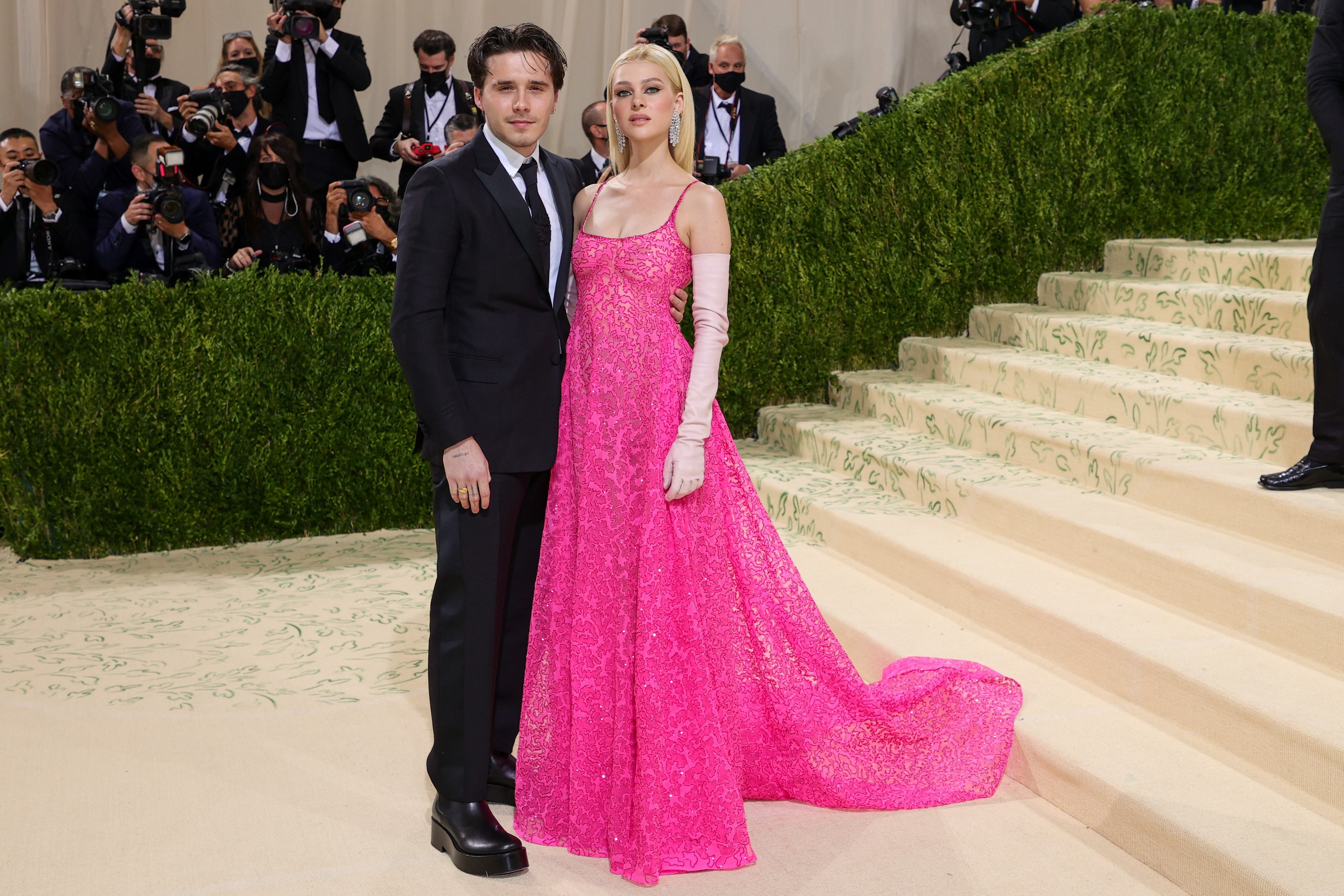 NEW YORK, NEW YORK - SEPTEMBER 13: Brooklyn Beckham and Nicola Peltz attend The 2021 Met Gala Celebrating In America: A Lexicon Of Fashion at Metropolitan Museum of Art on September 13, 2021 in New York City. (Photo by Theo Wargo/Getty Images) (Foto: Getty Images)