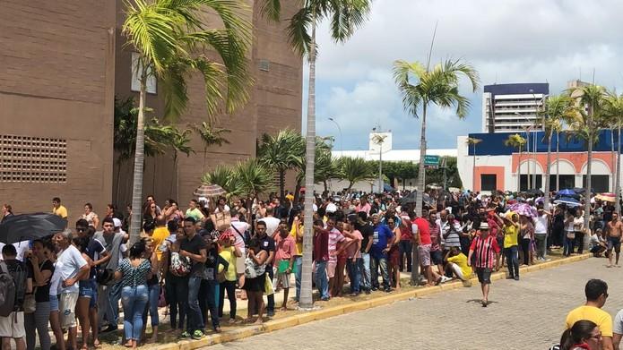 Para atender o máximo de eleitores possíveis, o TRE-CE realiza mutirão no Centro de Eventos, no bairro Edson Queiroz — Foto: Marina Alves