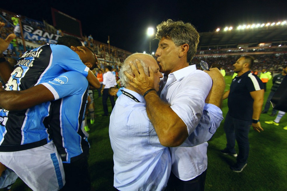Renato Portalupi com Romildo Bolzan  (Foto: Lucas Uebel / Grêmio, DVG)