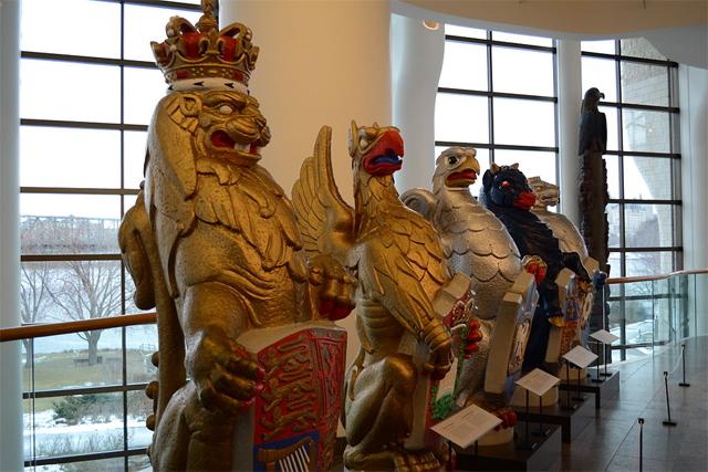 Bestas da rainha: réplicas similares estão nos tetos da capela de St. George (Foto: Reprodução)