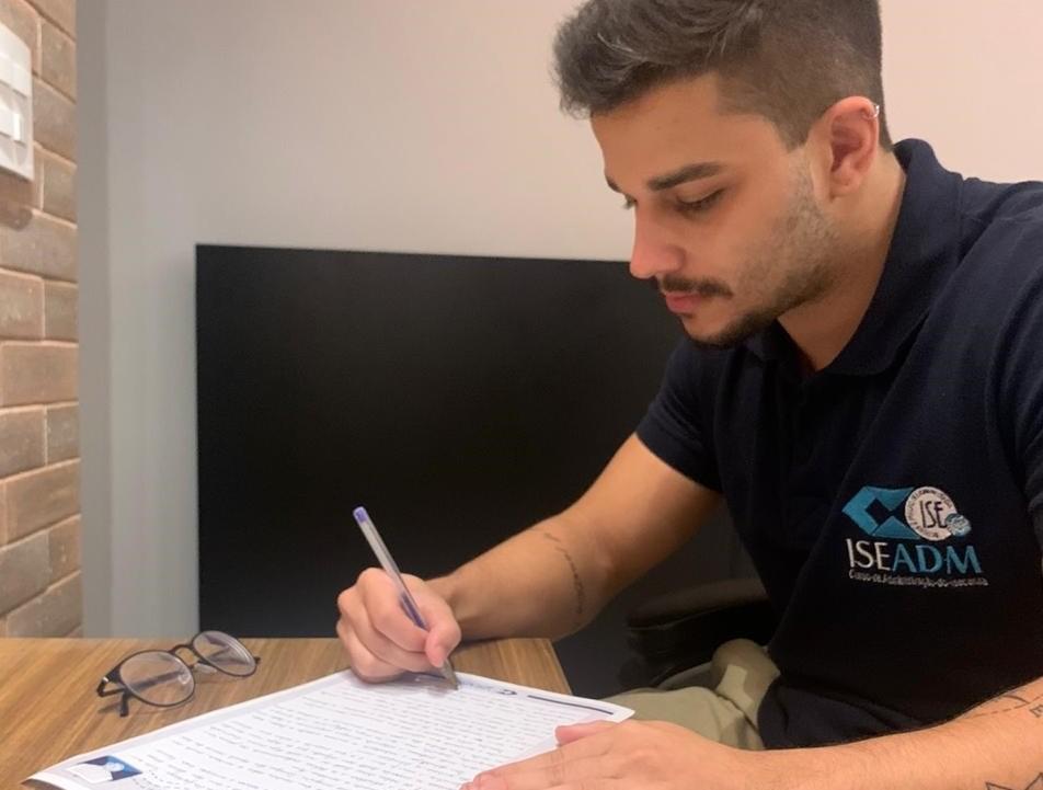 Isolados pela Covid-19, idosos em asilo recebem cartas escritas à mão por universitários do RJ: 'emoção danada, essa menina lembrou de mim'