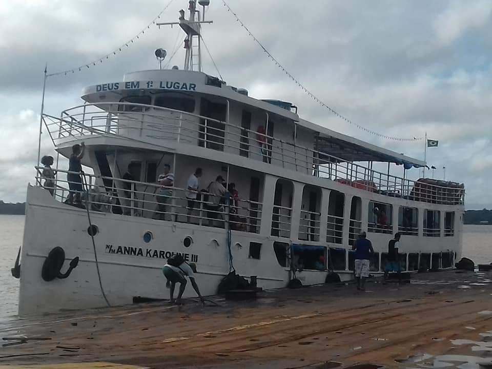 Navio de médio porte naufraga no Sul do AP e deixa mortos e desaparecidos