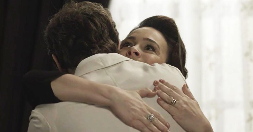 Julieta e Camilo se reconciliam  (Foto: TV Globo)