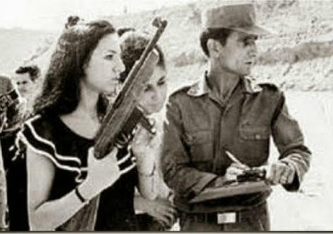 Carlos Lamarca ainda no serviço militar, dando treinamento de tiro a civis