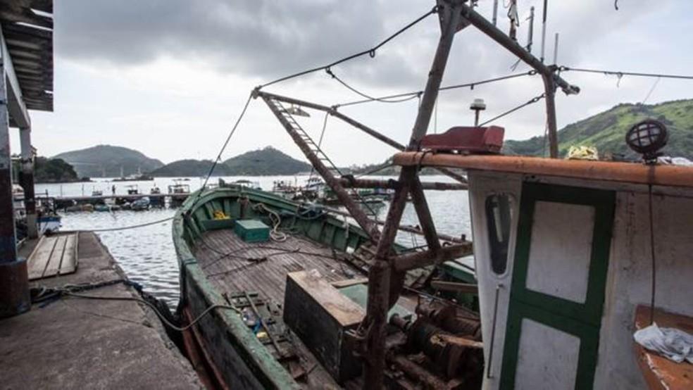 Em 2016, a Justiça Federal do Espírito Santo proibiu a pesca na foz do rio Doce — Foto: Fabricio Saiter/ BBC