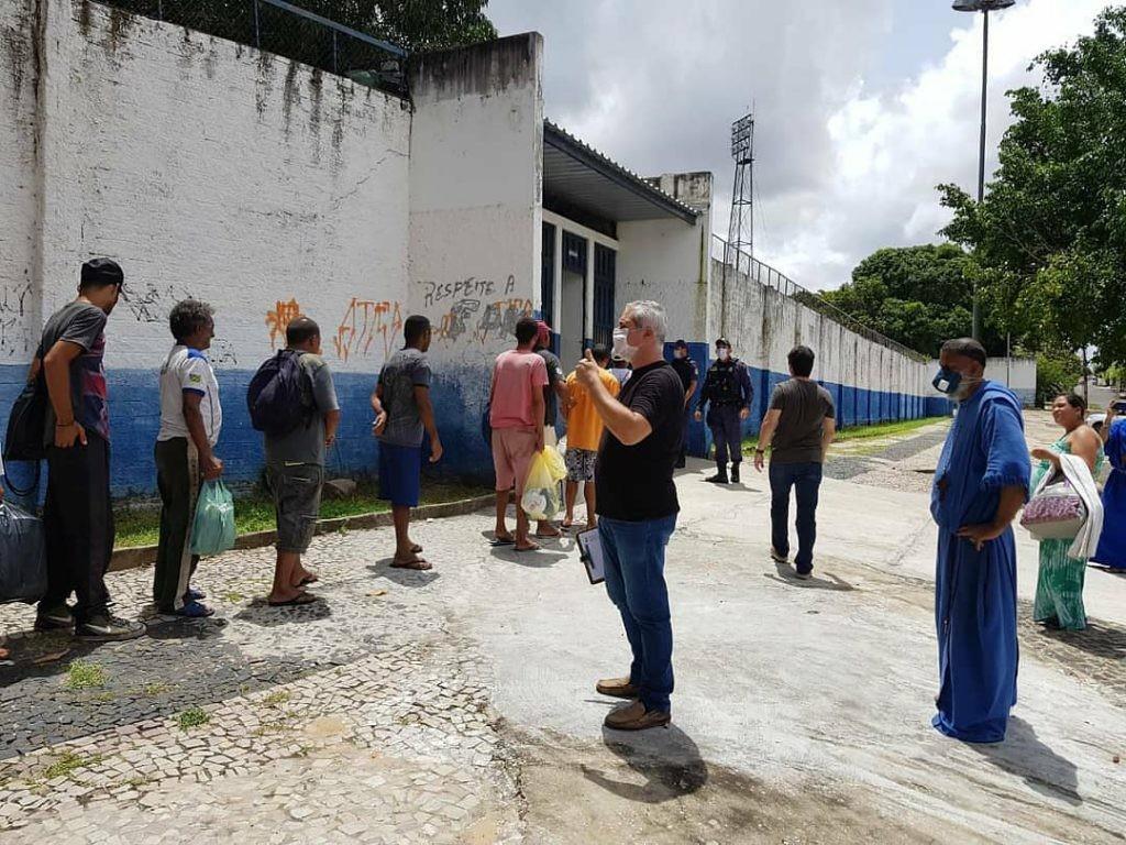 Estádio Lindolfo Monteiro começa a receber pessoas em situação de rua