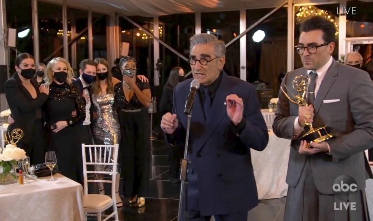 Emmy 2020: 'Schitt's Creek', 'Watchmen' e 'Succession' são grandes vencedores em premiação 'virtual'   Pop & Arte