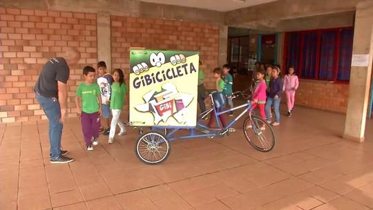 Gibiteca móvel leva o mundo mágico dos quadrinhos para população de Campo Grande