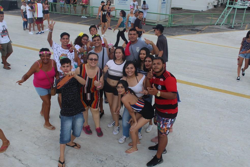 Amigos chegam para o tradicional Galo de Manaus nesta terça de Carnaval — Foto: Indiara Bessa/G1 AM
