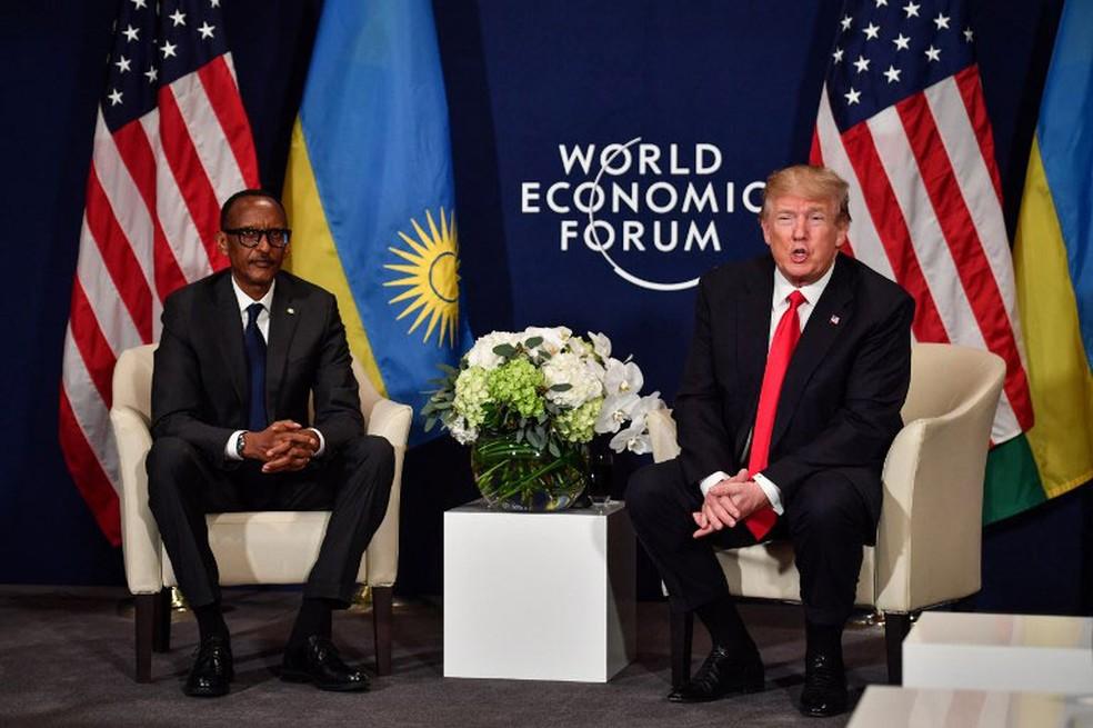 Presidente dos Estados Unidos, Donald Trump, encontrou o presidente de Ruanda e da União Africana, Paul Kagame, em Davos, na Suíça Nicholas, nesta sexta-feira (26)  (Foto: Nicholas Kamm / AFP)