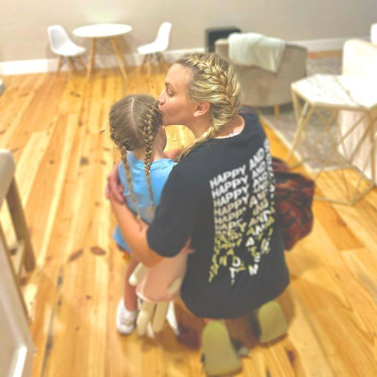 Jamie Lynn Spears com sua filha caçula, Ivey (Foto: Reprodução / Instagram)