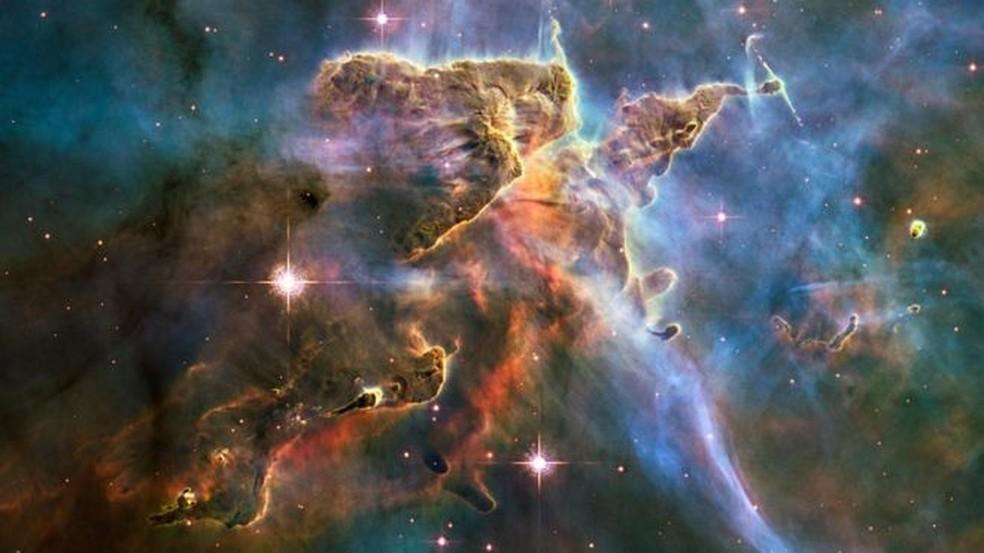 A aceleração da expansão do universo não pode ser explicada, no contexto da relatividade geral de Einstein, sem a existência de uma forma desconhecida de energia — Foto: Nasa