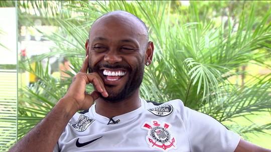 """""""Rei da resenha"""", Vagner Love lidera o Corinthians nos bastidores em busca do tri do Paulistão"""