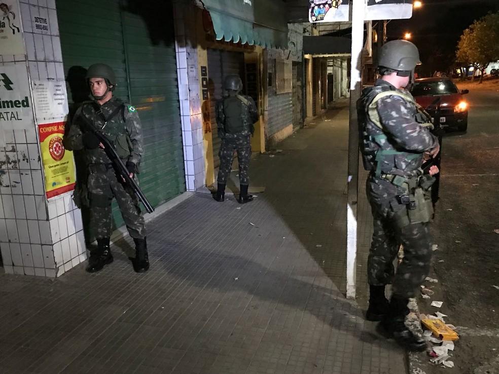 Exército começou patrulhamento em Natal na noite desta sexta-feira (29) (Foto: Kleber Teixeira/Inter TV Cabugi)
