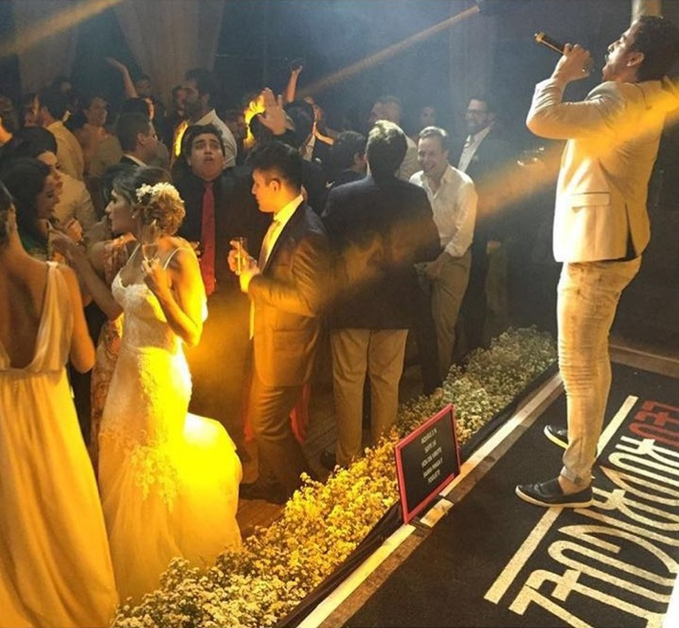 Cantor Leo Rodriguez se apresentou em casamento bancado por desvios da Lei Rouanet (Foto: Hermann Motta/Arquivo pessoal)