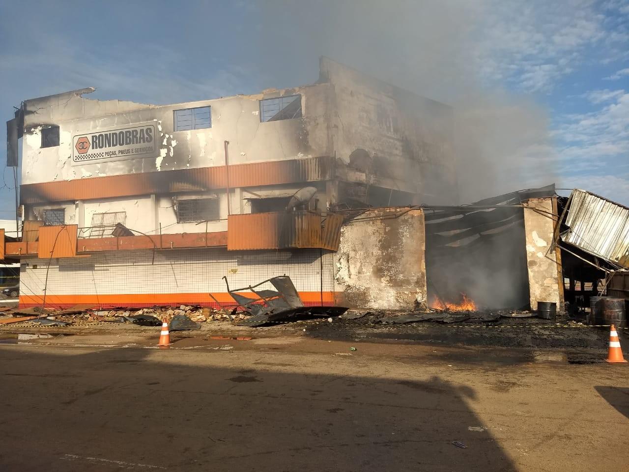Após 12h de incêndio, loja de dois andares continua queimando em Porto Velho - Notícias - Plantão Diário