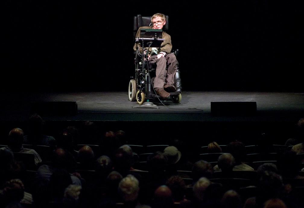O famoso físico Stephen Hawking , diagnosticado com doença degenerativa os  21 anos (Foto: Reuters)