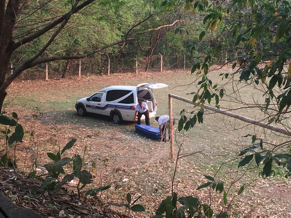 Cadáver foi encontrado em Presidente Prudente — Foto: Stephanie Fonseca/G1