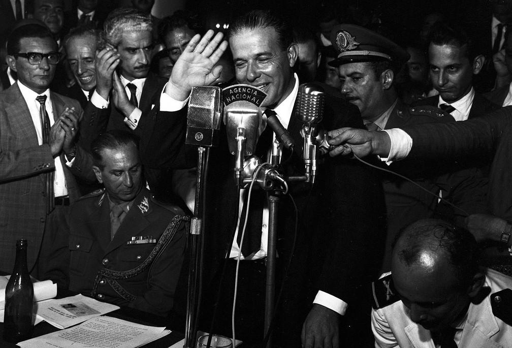Jango discursa no Automóvel Clube, em 30 de março de 1964 — Foto: Arquivo/O Globo