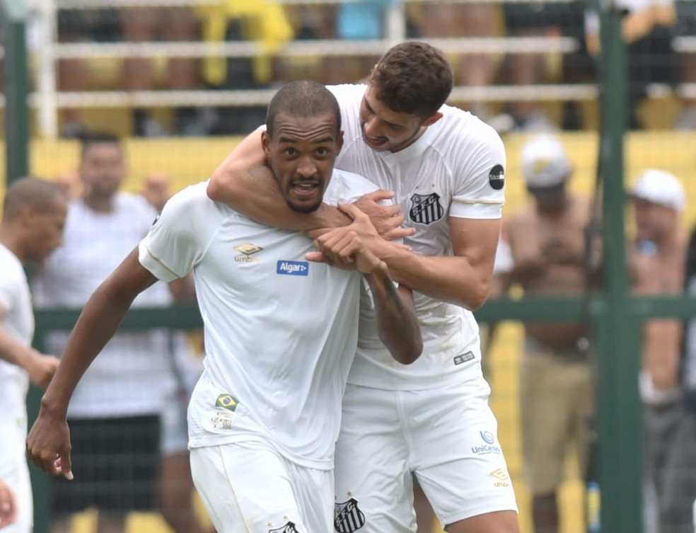 Luiz Felipe e Gustavo Henrique são os jogadores com mais passes do Santos no Paulistão — Foto: Ivan Storti/Santos FC