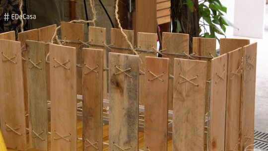 Aprenda a fazer luminária com paletes de madeira reaproveitados