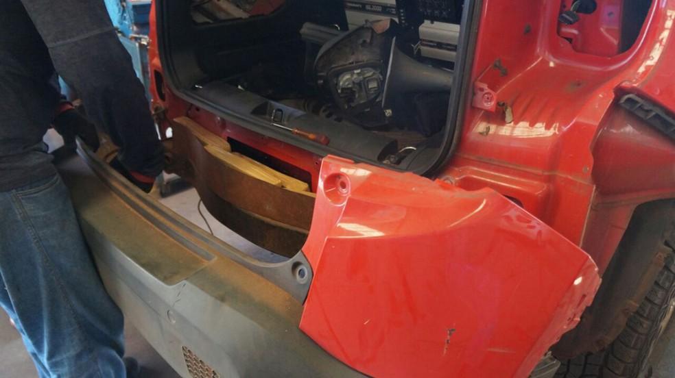 Droga estava escondida em para-choque e lanterna de veículo (Foto: PF/Divulgação)