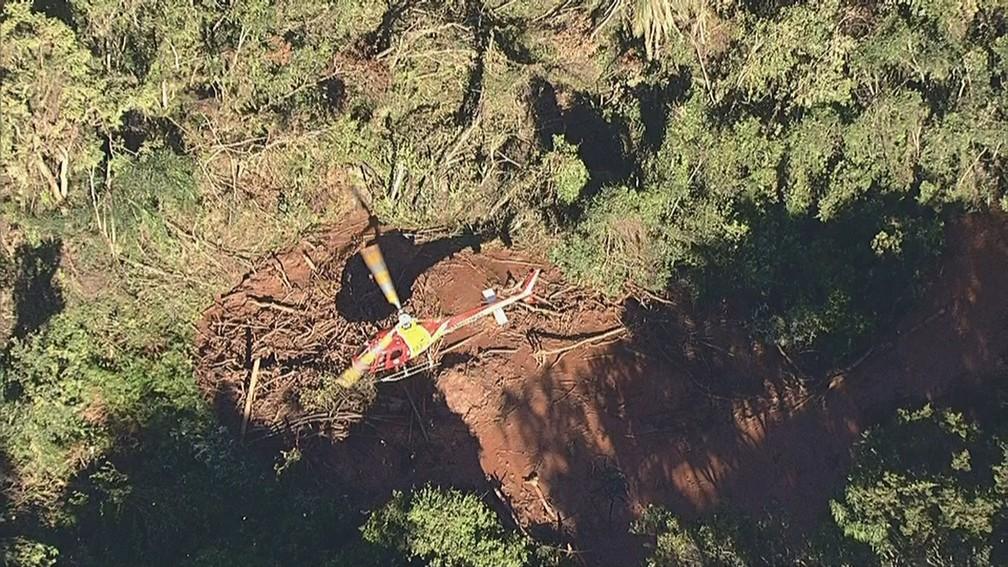 Equipes de resgatem seguem buscas por vítimas e sobreviventes após rompimento de uma barragem da mineradora Vale — Foto: Reprodução/TV Globo