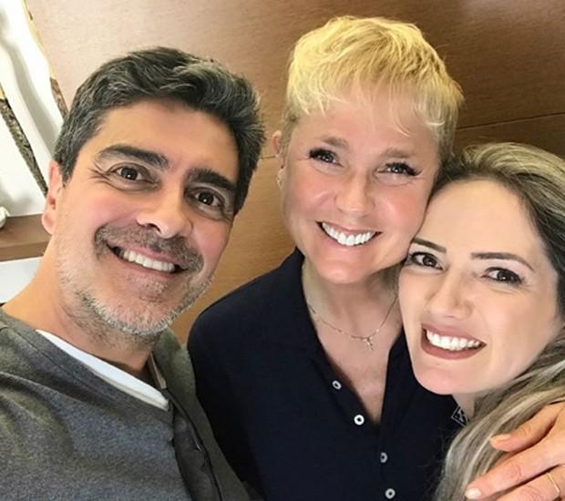 Junno Andrade, Xuxa e a tatuadora Alê Rosa (Foto: Reprodução/Instagram)