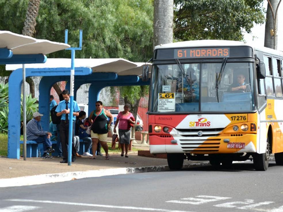 Ônibus da Athenas poderão ser vistos novamente nas ruas de São Carlos (Foto: Rodrigo Zanette/G1)