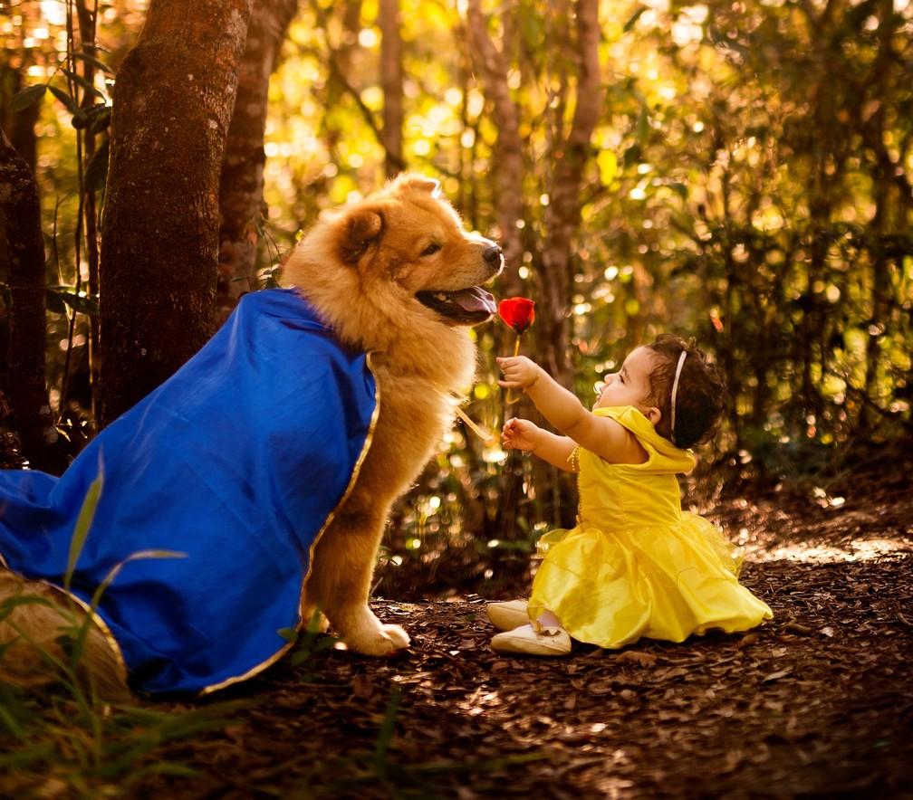 Ava e Aslan durante o ensaio fotográfico insipirado em 'A Bela e a Fera', realizado em Caruaru (Foto: Penha Ferreira/Estúdio Casa Amarela)