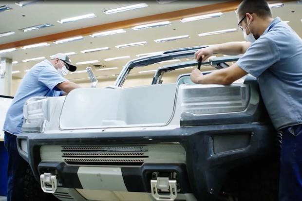 Modelo da Hummer SUV sendo montado (Foto: Divulgação)