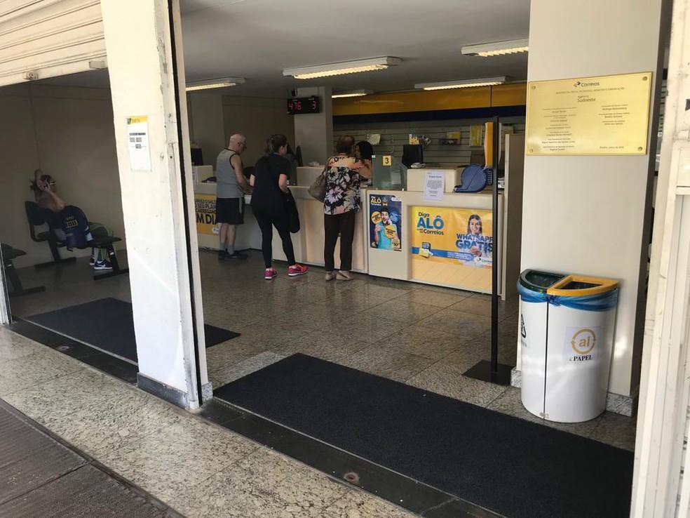 Agência dos Correios com atendimento normal nesta quarta no DF — Foto: Carolina Cruz/G1
