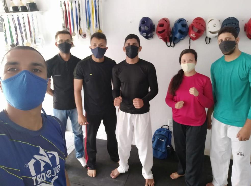 Grupo de surdos em aula experimental do Projeto Surdo Olímpico — Foto: Ricardo Henrique/Arquivo pessoal
