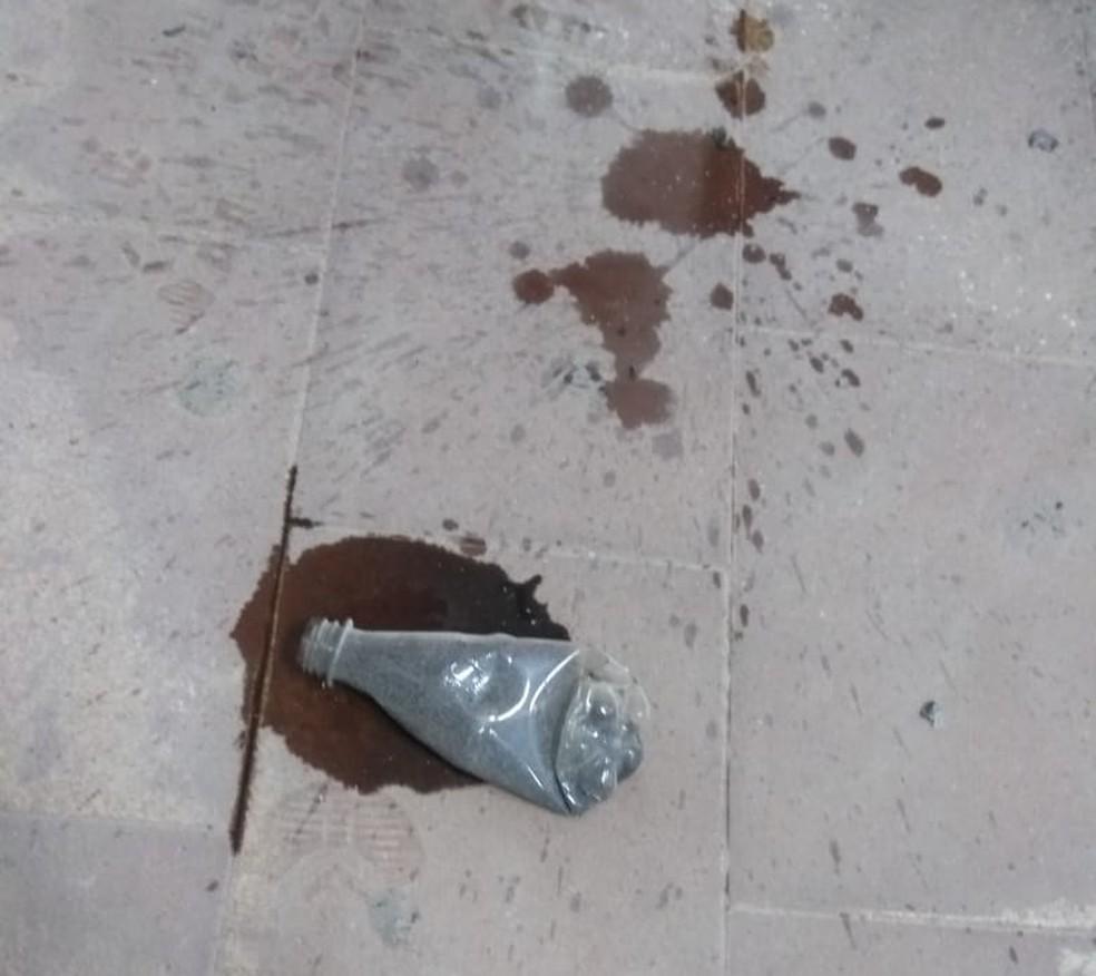 Homem levou material inflamável à cabine de votação e incendiou urna eletrônica — Foto: Kilvia Muniz/SVM
