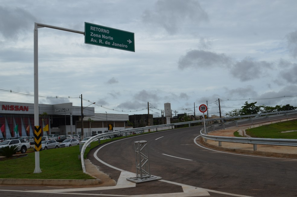 Motoristas terão acesso a Avenida Rio de Janeiro após acessar o viaduto da rua Três e Meio (Foto: Hosana Morais/G1)