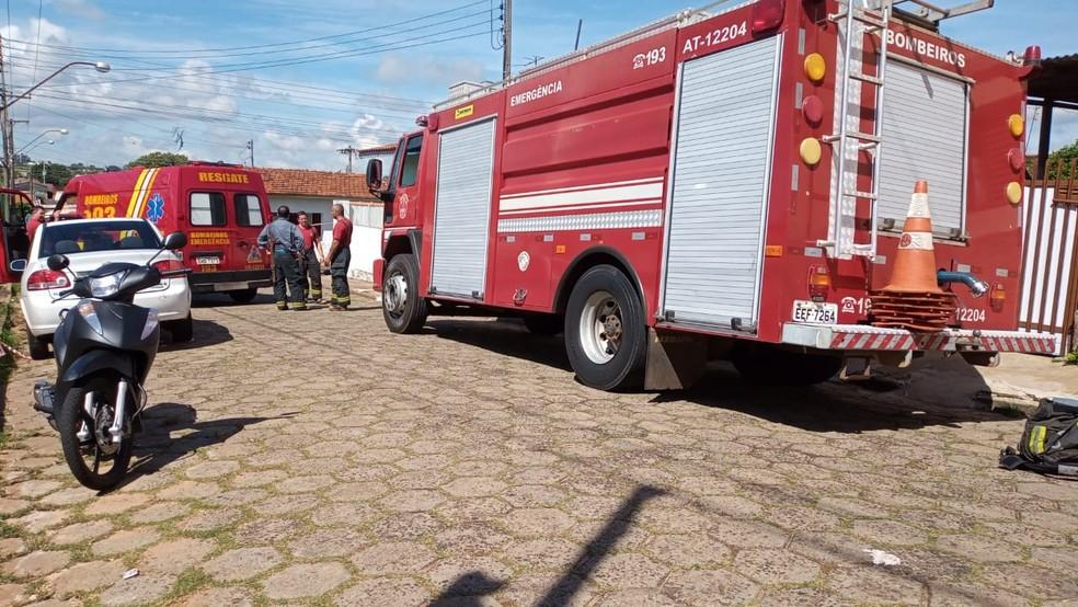 Casa pega fogo em Avaré; um bebê morreu — Foto: Corpo de Bombeiros/Divulgação