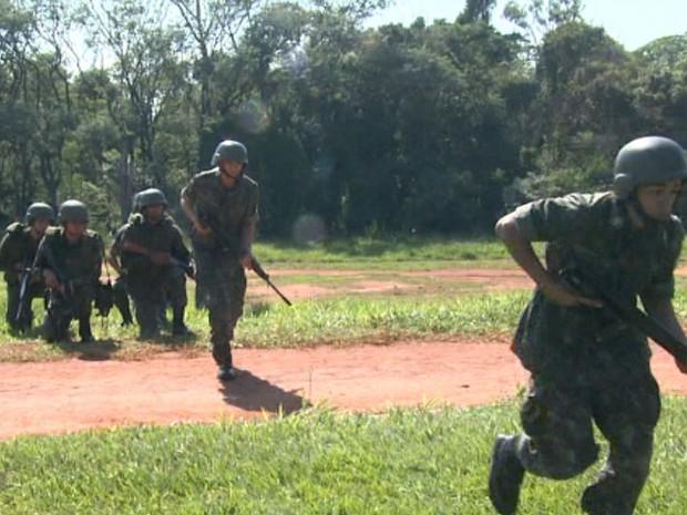 Exército faz treinamento para a Copa do Mundo em Campinas (Foto: Reprodução/EPTV)