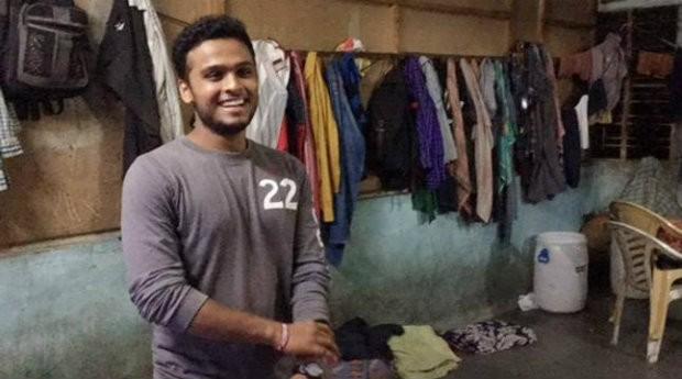Hitarth Dholakia durante experiência em cidade do interior da Índia (Foto: Reprodução)