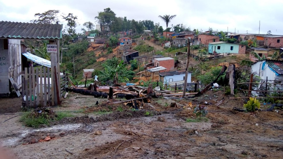Reintegração de posse na invasão Monte Horebe em Manaus realizada na manhã desta segunda (2). Ação deve durar dez dias — Foto: Josney/Rede Amazônica