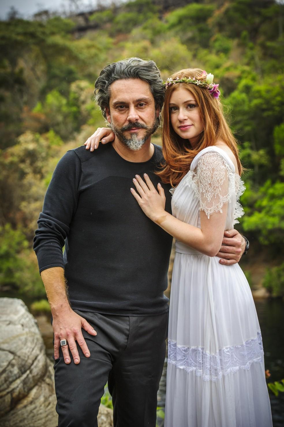 José Alfredo (Alexandre Nero) e Maria Isis (Marina Ruy Barbosa) no casamento simbólico - 'Império' — Foto: Alex Carvalho/Globo