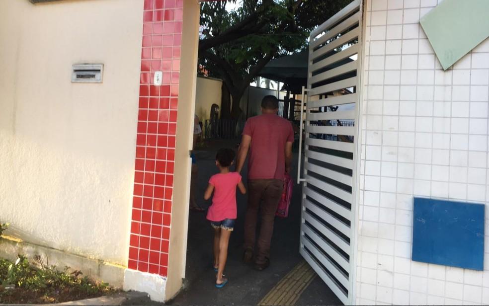 Escola Municipal Manoel José de Oliveria em Goiânia — Foto: Sílvio Túlio/G1