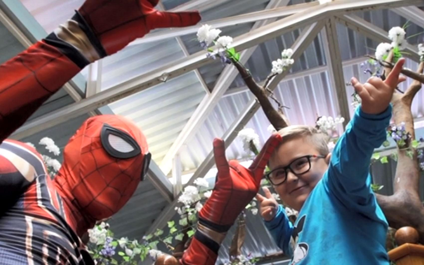 Super-heróis voluntários levam força e esperança para crianças com câncer do hospital Boldrini em Campinas - Noticias