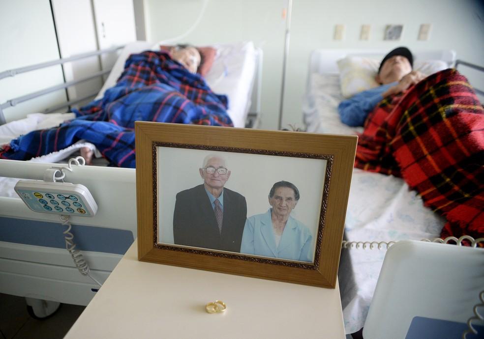 Casados, Francisco, 102 anos, e Sebastiana, 101, estão internados no mesmo quarto em hospital do DF (Foto: Matheus Oliveira/Agência Saúde)