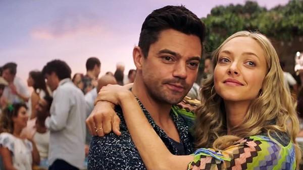 Dominic Cooper e Amanda Seyfried em cena de Mamma Mia! Lá Vamos Nós de Novo (2018) (Foto: Divulgação)