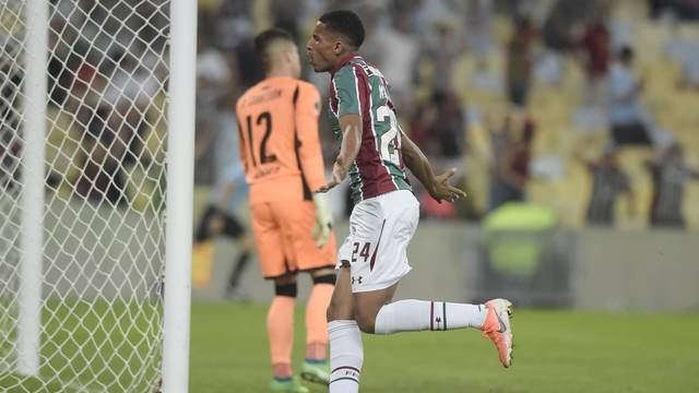 Marcos Paulo comemora o seu primeiro gol como profissional