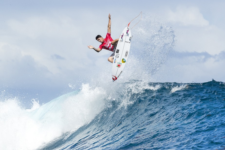 Medina vence com onda salvadora, e Wiggolly bate Mineirinho na 3ª fase no Taiti